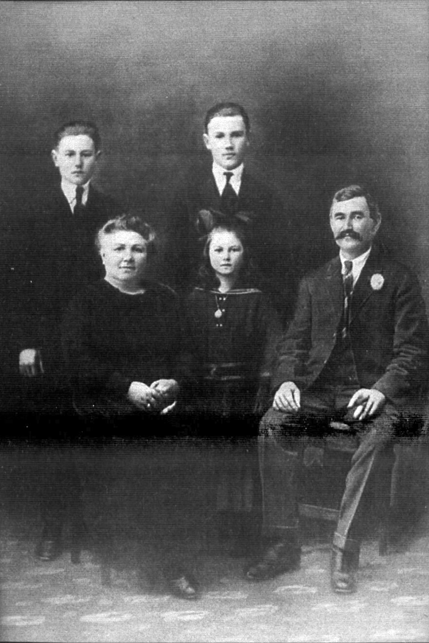 L-R: Franciska Damm (Bliesz), their daughter, Christoph Damm. Sons Dominik & Nicholas standing<br>Click to enlarge