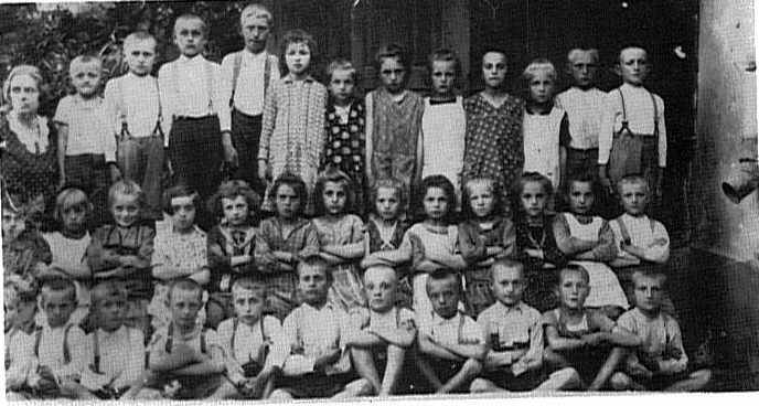 Molidorf school - Class of 1921 & 1922<br>Click to enlarge