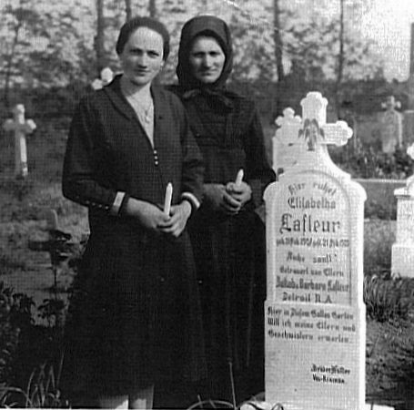 Maria Lafleur & daughter Marianne at the cemetary<br>Click to enlarge