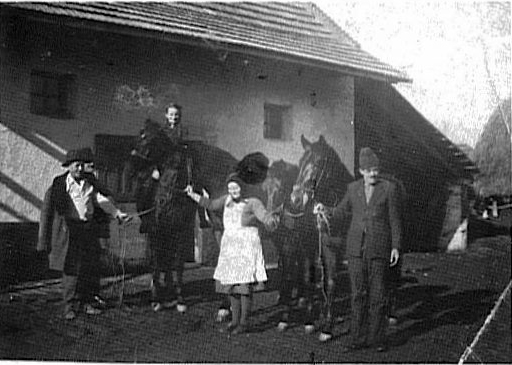 Farmhouse of Mathias & Marianna Haberkorn nee Remsing; M. Haberkorn, M. Haberkorn, M. Ceschan with their horses House# 21<br> Click to enlarge